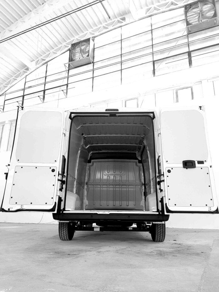 furgone con pannelli protettivi